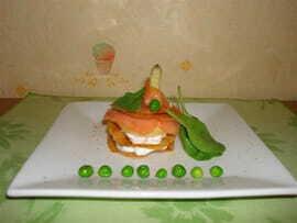 Millefeuille printanier croustillant au saumon fumé