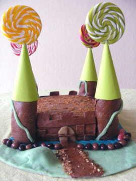 gateau d anniversaire en forme de chateau fort