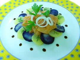 Saumon mariné gravad lax, pommes de terre tèdes et mayonaise chaude safranée