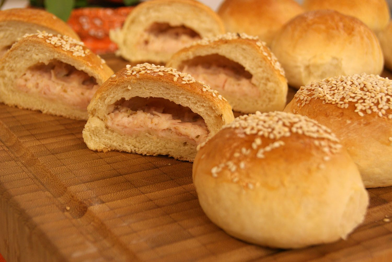 Pão de Batata Recheado com Peito de Peru