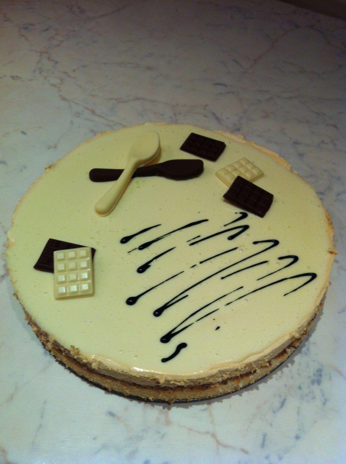 Bavarois mousse chocolat au lait,mousse caramel beurre salé, miroir chocolat blanc