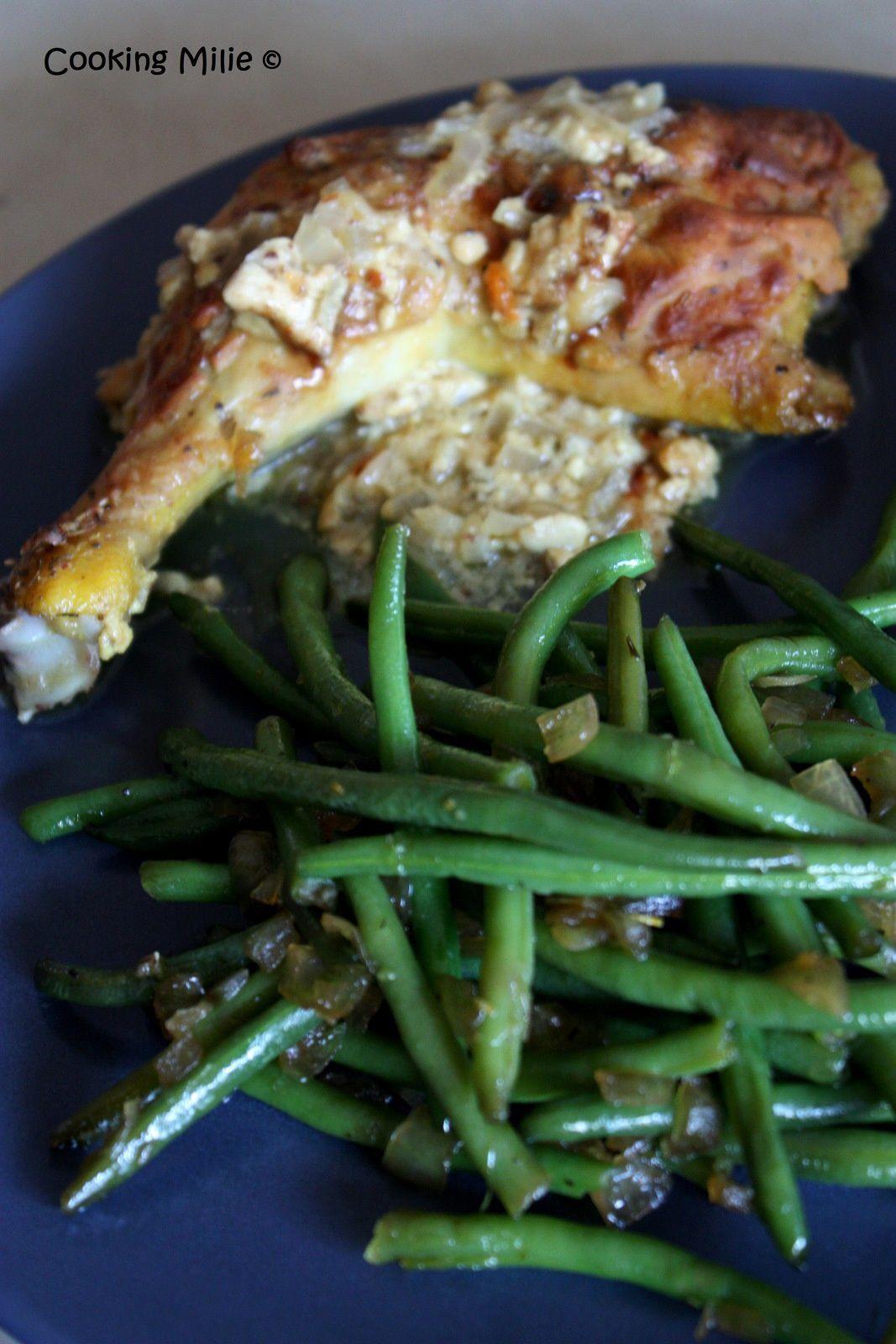 Cuisses de poulet à la moutarde avec des haricots verts et emincés d'oignon confits à la sauce de soja