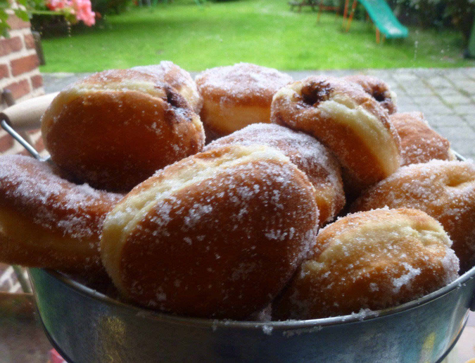 donuts et beignets aux pommes ou chocolat