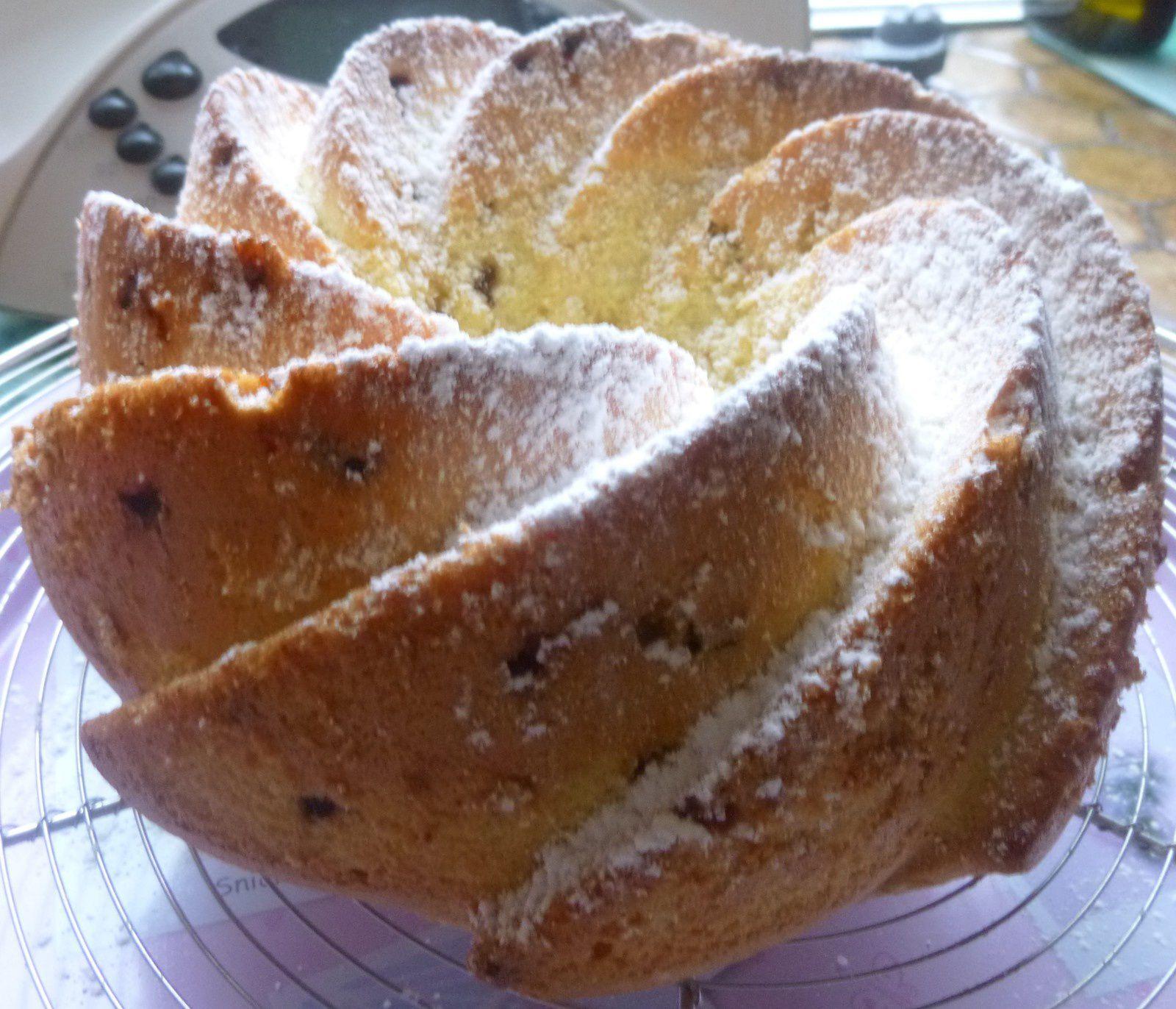 Léger gâteau de Savoie aux copeaux de chocolat
