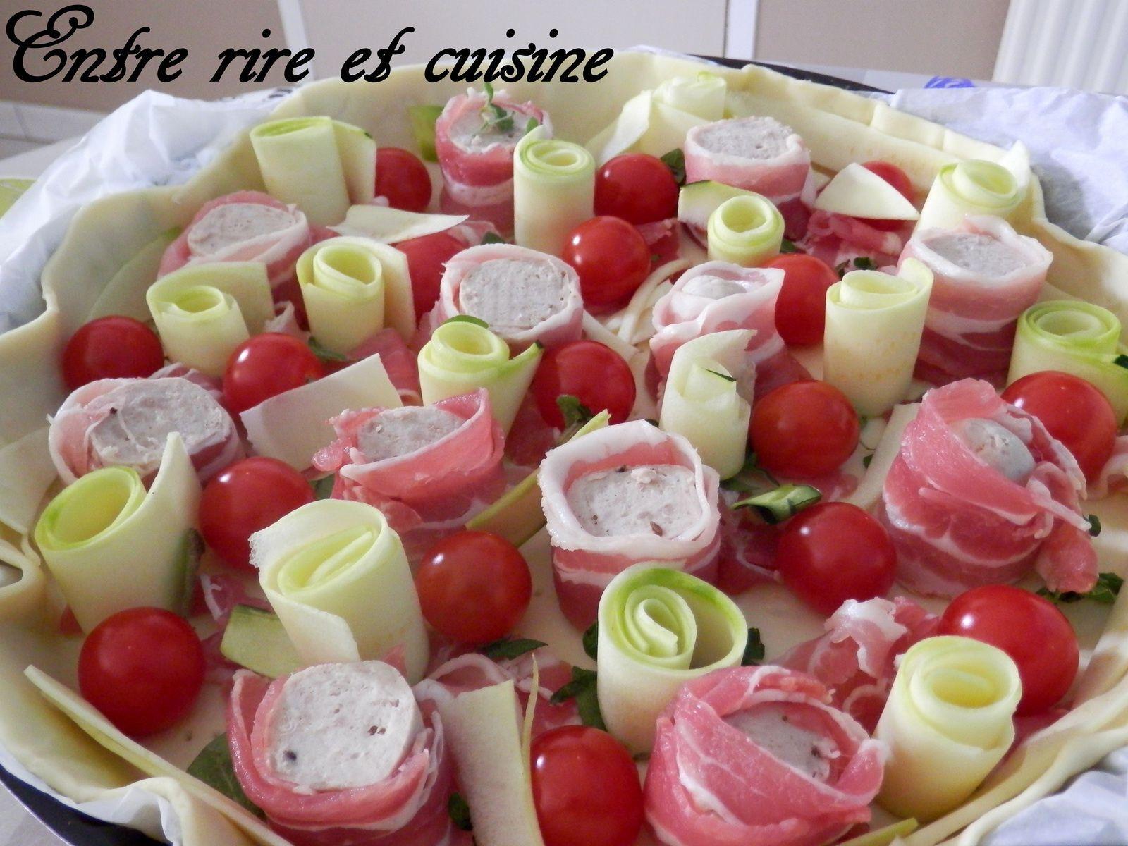 Quiche à la Saucisse de Thuringe lardée, Enroulés de courgettes et Tomates cerise