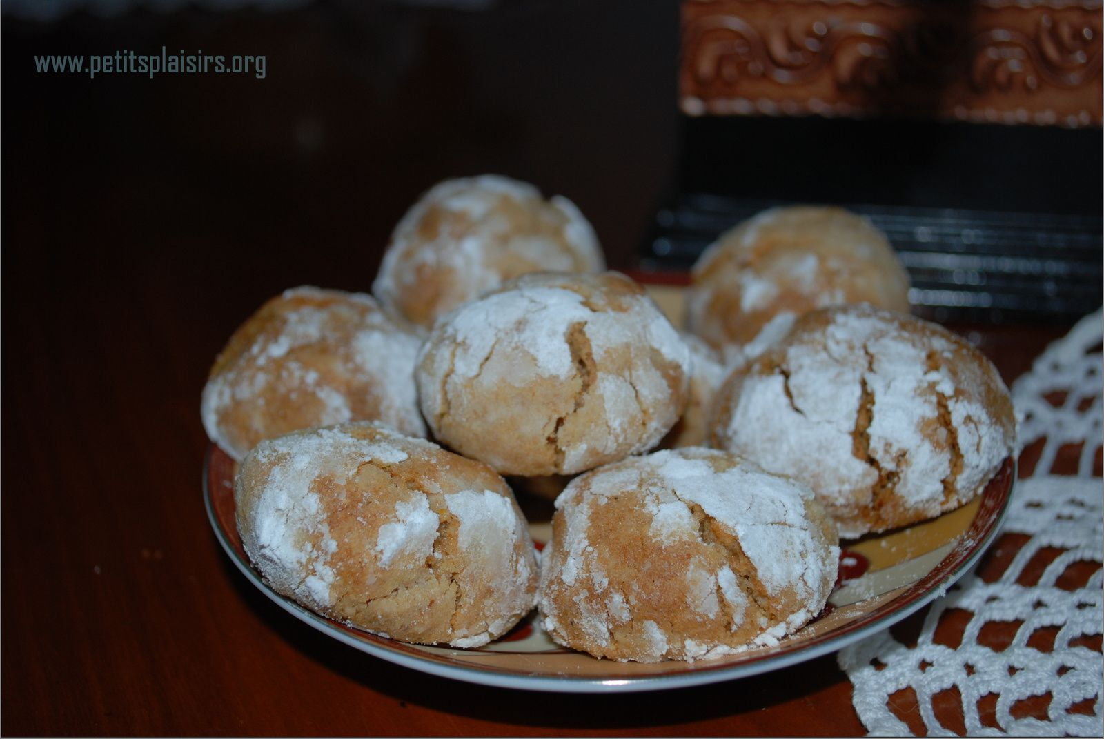 Ghoribias ou ghribas aux dattes et graines de césame