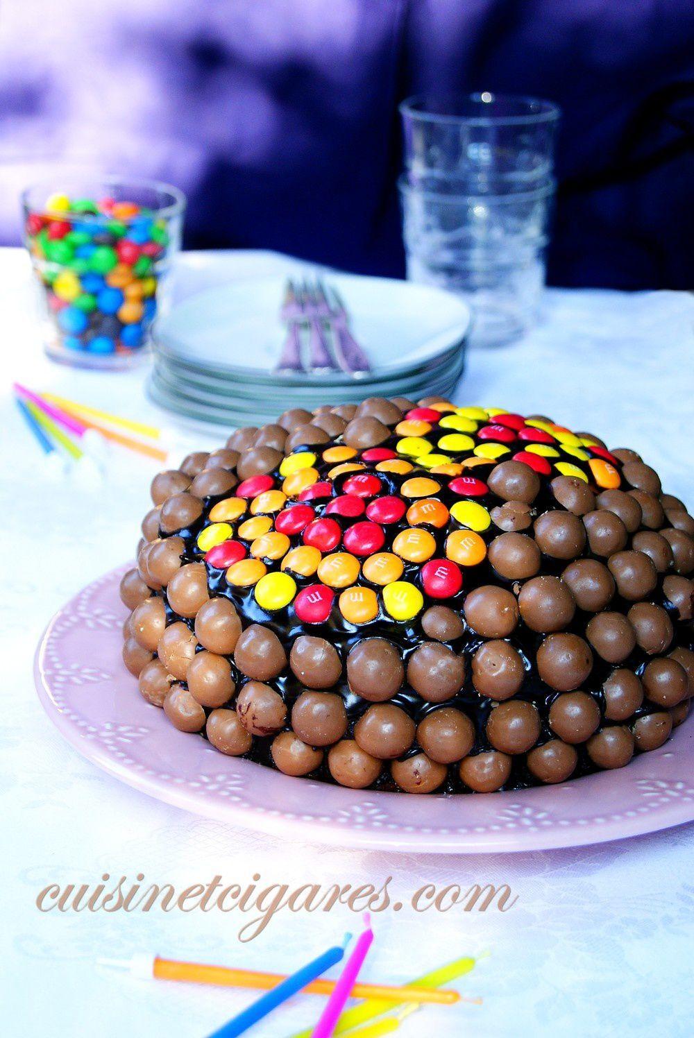 Un gâteau d'Anniversaire au Yaourt & aux bonbons, fourré à la banane et le MMM n°28