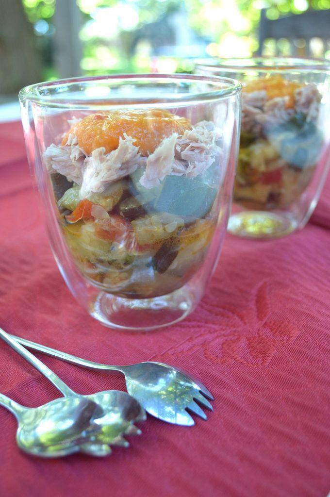 Verrine de ratatouille, thon et crème de poivron