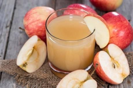 Quer perder peso? veja esta dica com suco de maçã e salsão