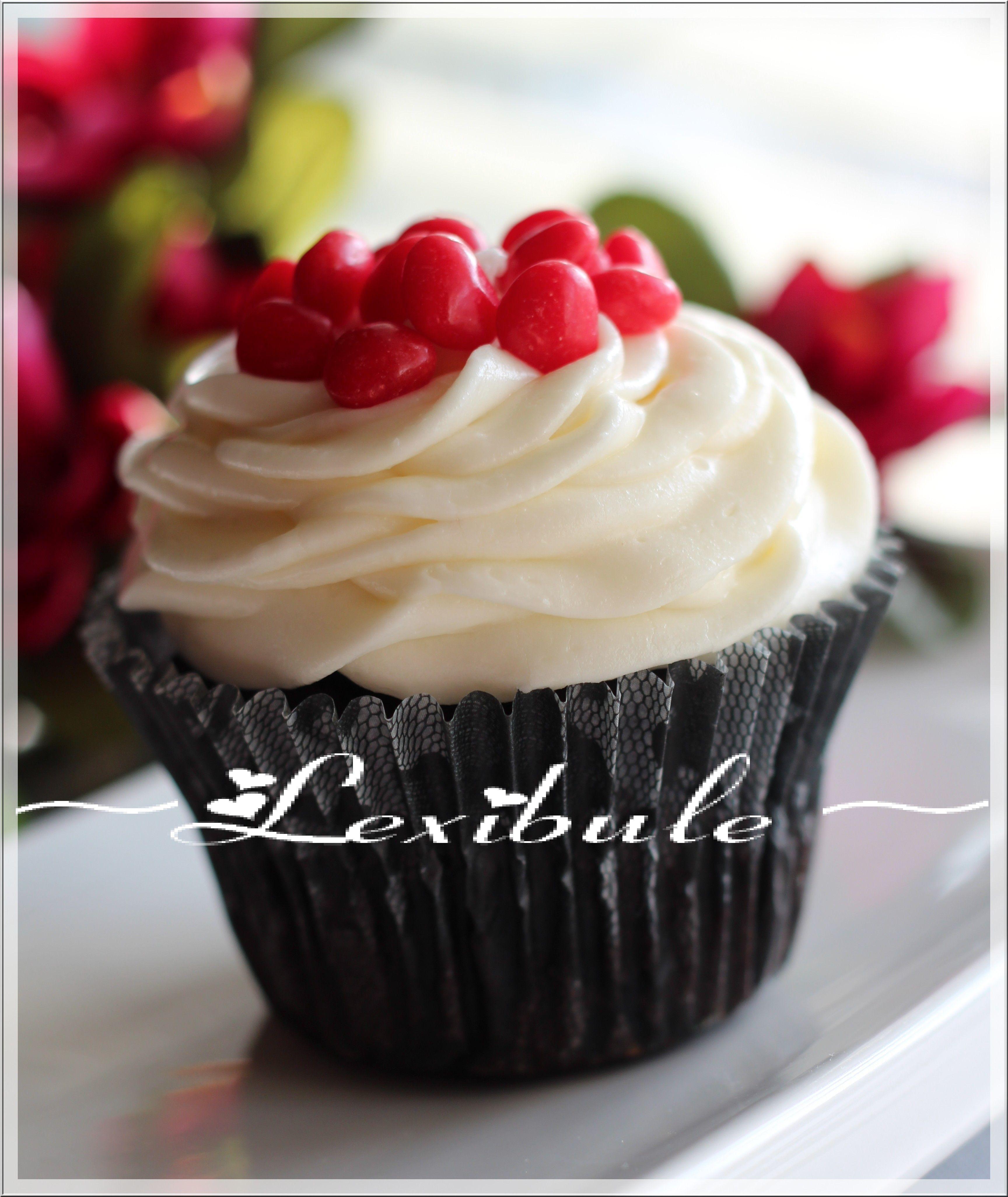 Cupcakes au chocolat et au glaçage au fromage à la crème Joyeuse Saint-Valentin!!