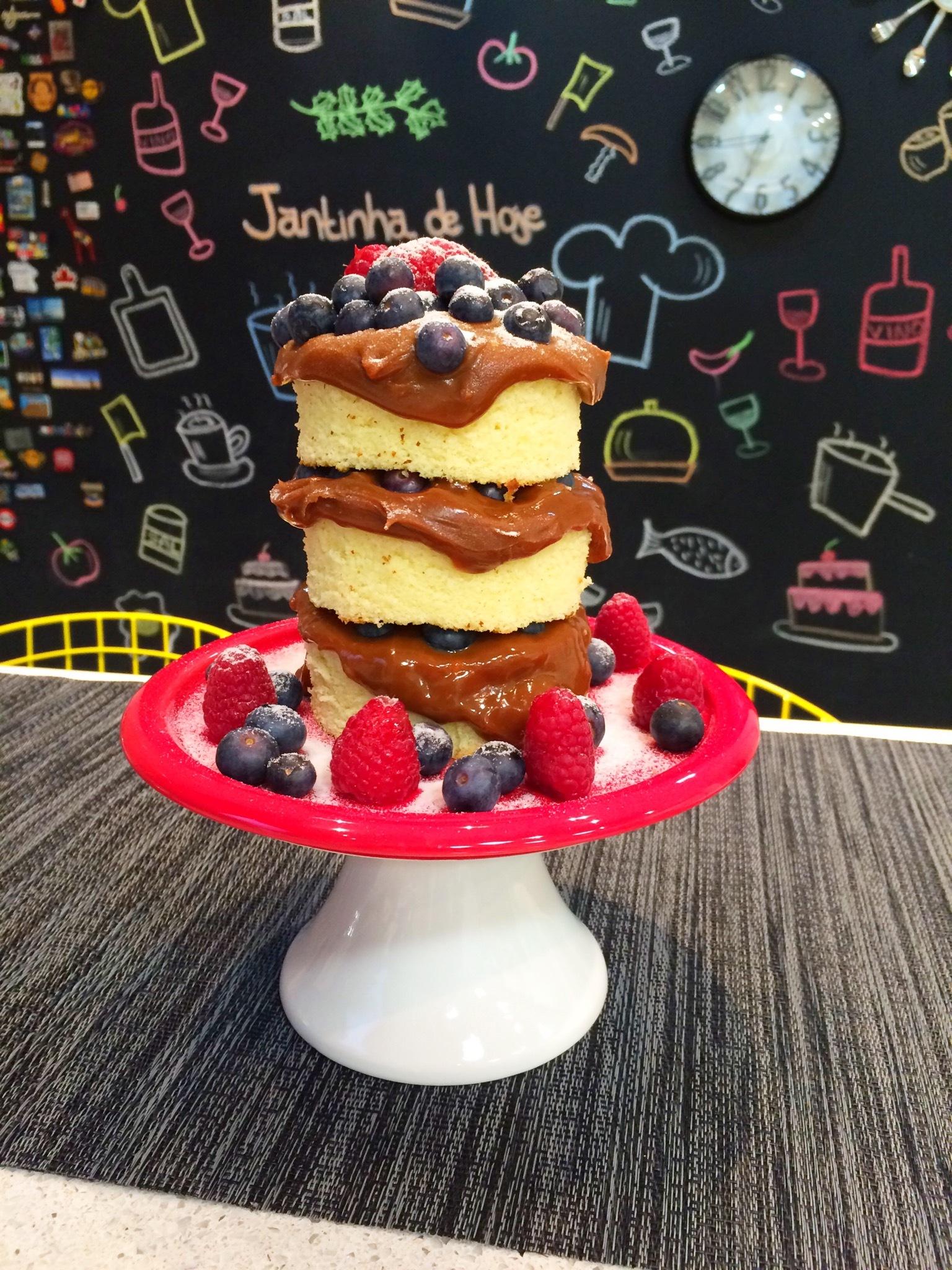 Mini Naked Cake com Doce de Leite e Frutas Vermelhas