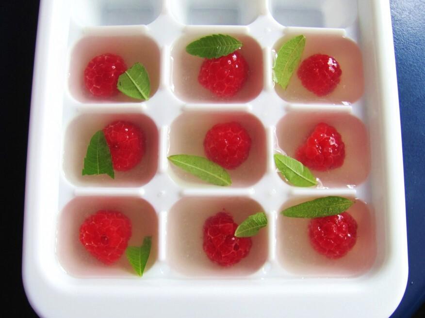 Las frutas en hielo se ven muy bien