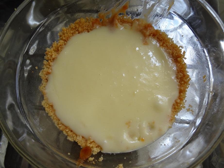 Mini cheesecake Romeu e Julieta com queijo minas e bolacha de leite maltado