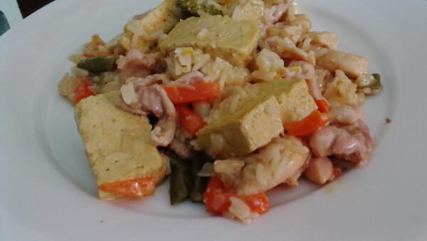 Tofu und Gemüse Pfanne mit Kokosmilch