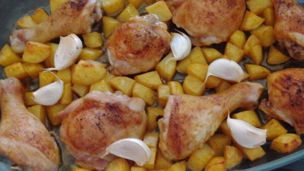 Poulet und Kartoffeln aus dem Ofen