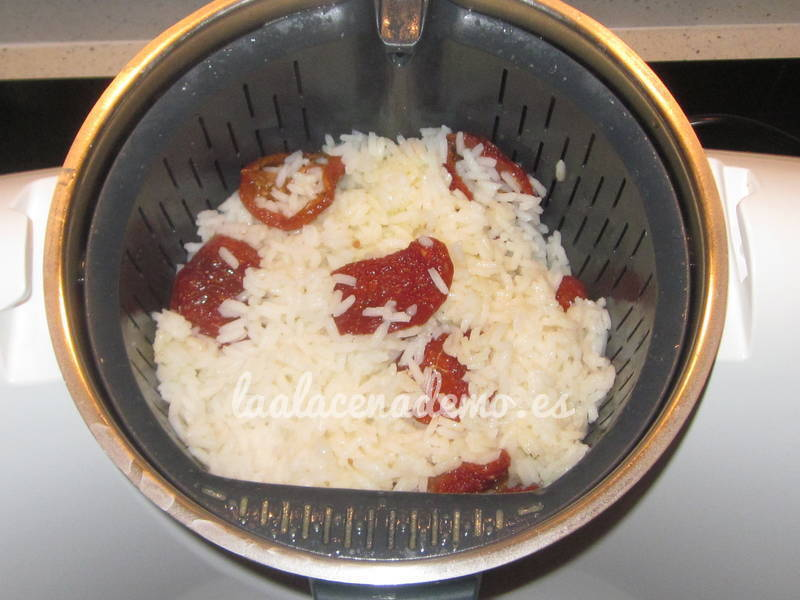 Arroz blanco con tomates secos thermomix