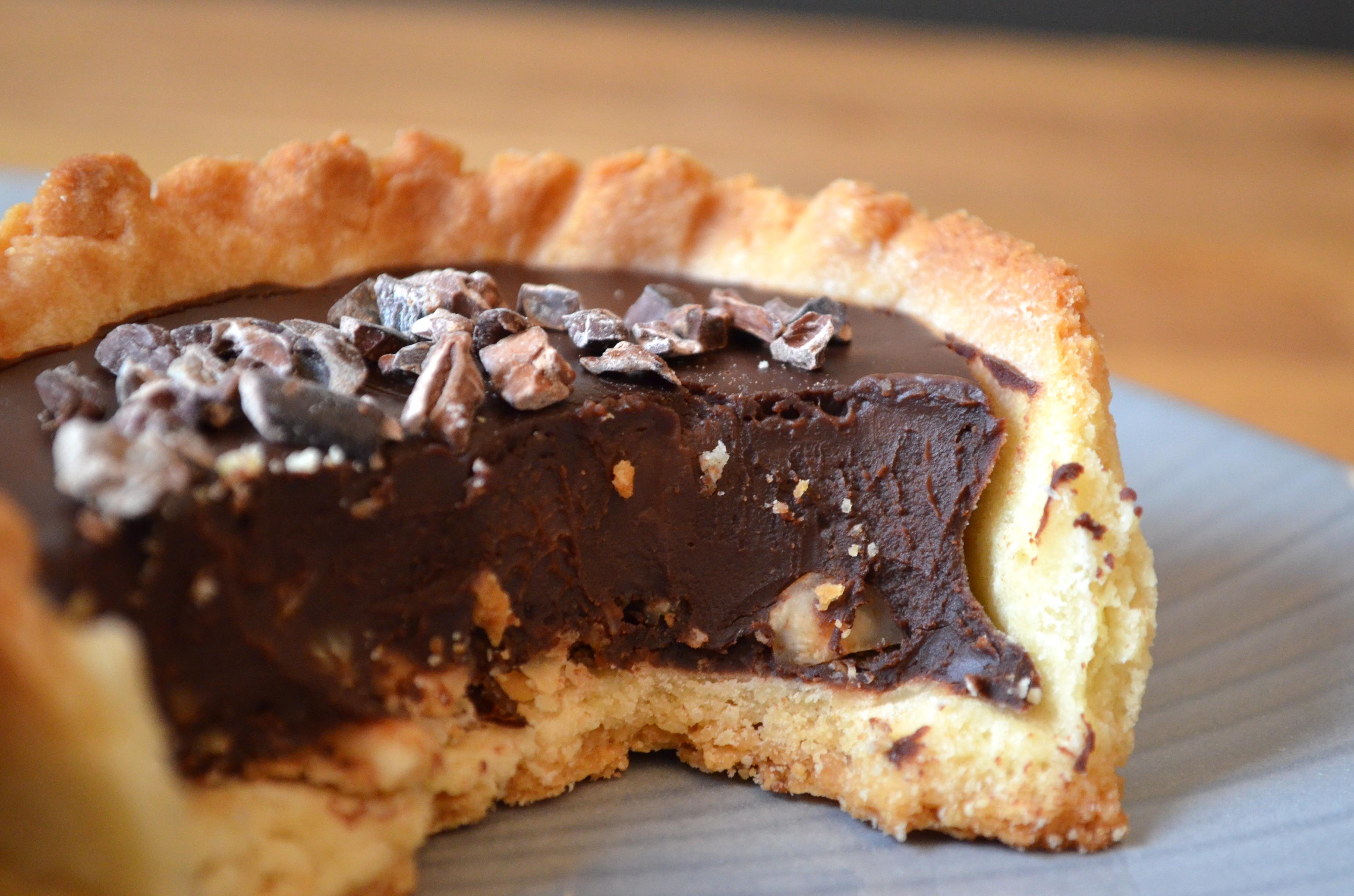 Tarte au chocolat, noisettes & caramel au beurre salé / Chocolate, hazelnut & salted caramel tart