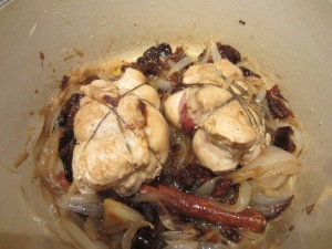 Conill farcit amb prunes i pernil