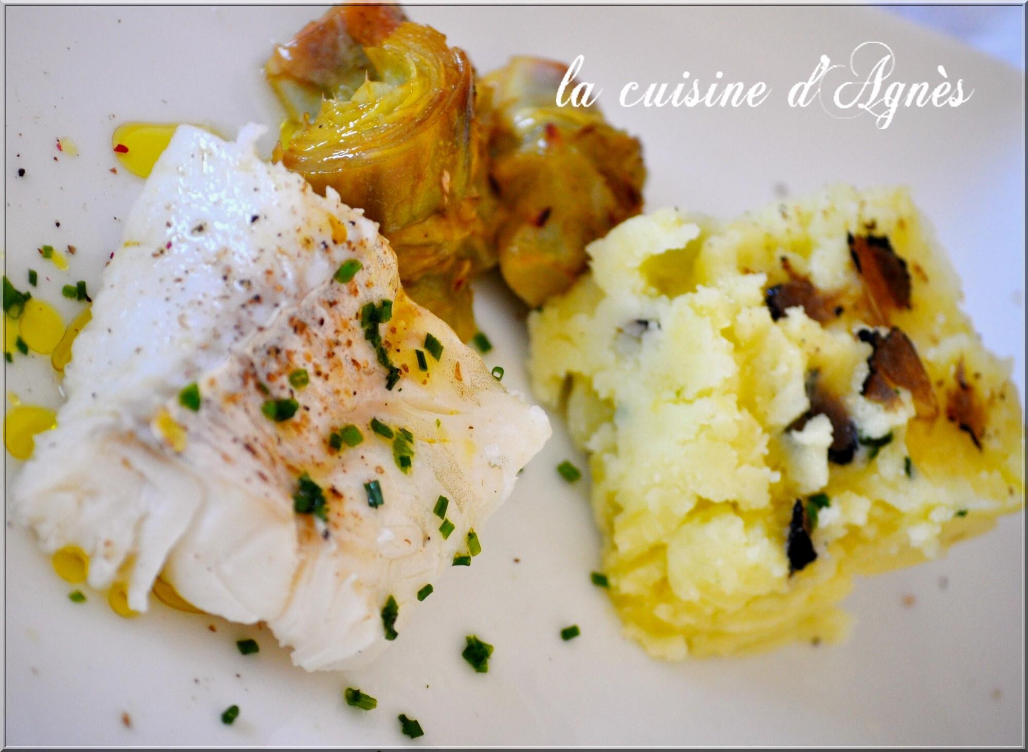 cabillaud poché artichauts rôtis à l'huile d'olive écrasé de pommes de terre à la truffe