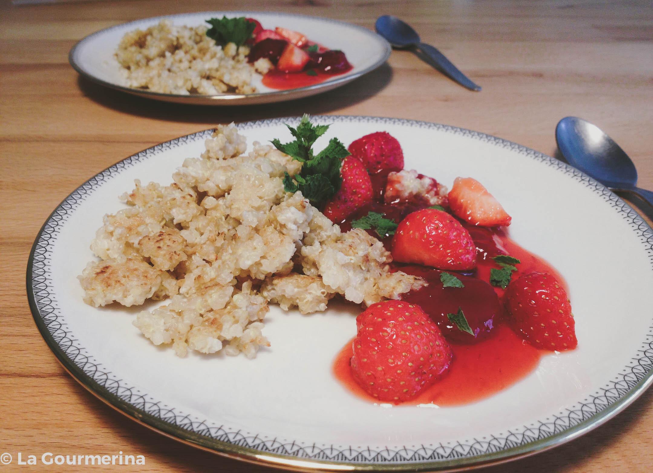 Quinoa-Schmarren mit Erdbeerkompott