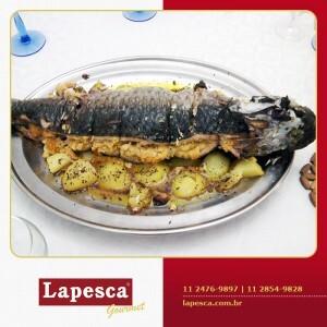 Como preparar peixe recheado com farofa.