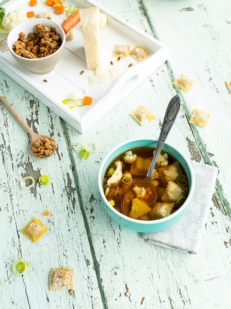 Ravioles au Canard, Parmesan et Pignons de pin au Bouillon de Légumes d'hiver