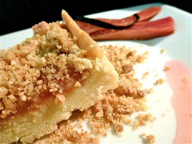 Tarte croustillante à la rhubarbe, crème d'amande