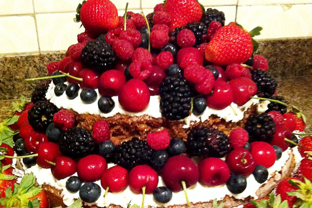 Naked Cake de Frutas Vermelhas