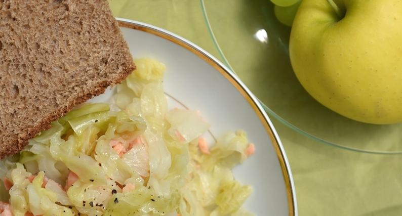 жареный лосось на сковороде