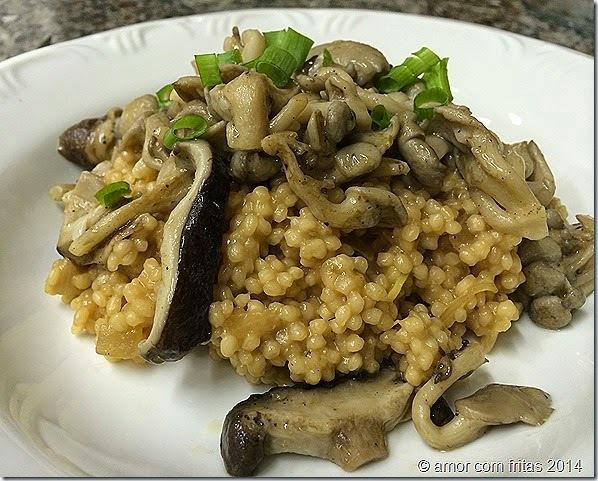 Risoto de miniarroz com ragu de cogumelos e cerveja preta