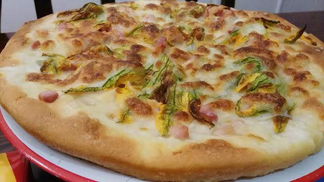 Pizza zucchini flowers