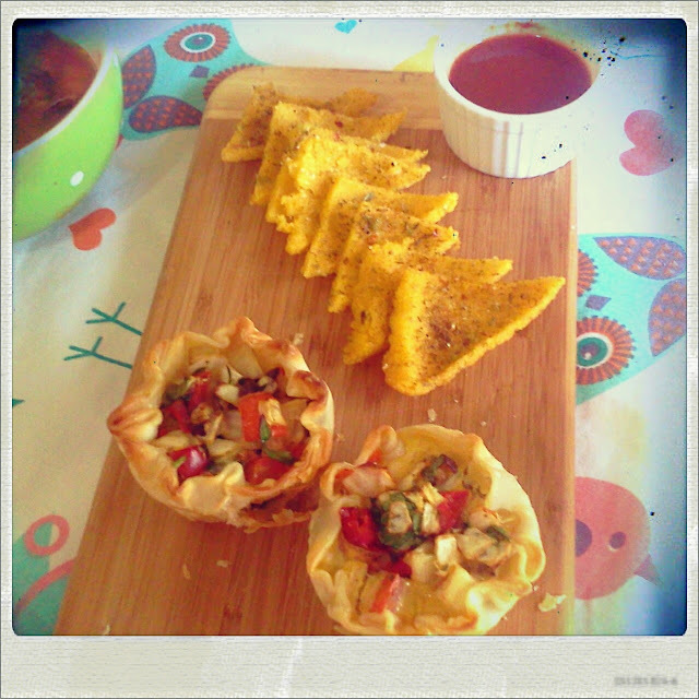 Tarteletas mediterraneas, Crostini de maiz y Huevos rellenos con pure de Arvejas