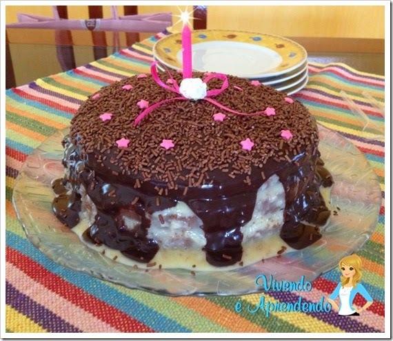 cobertura para bolo de aniversario com açucar colorido