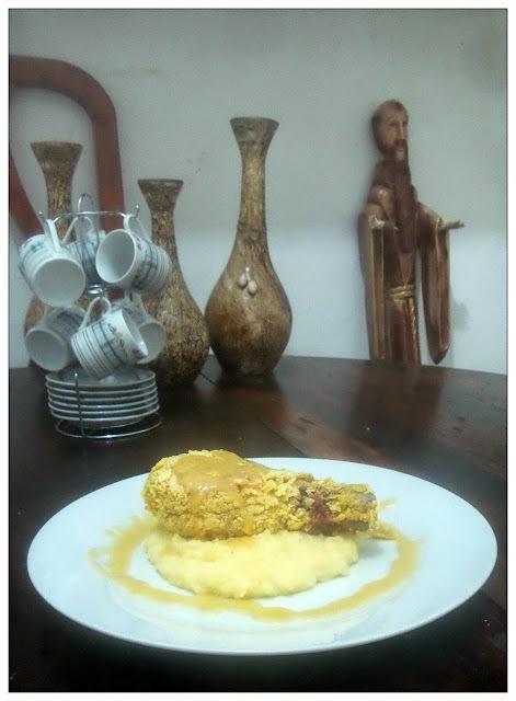 """Coxas de frango empanadas com mostarda ao molho de Seriguela ou """"Amarelo é a cor do verão""""."""