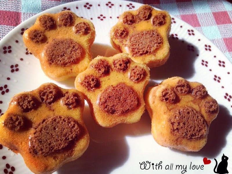 【食譜❤烘焙】萌翻人心的可愛貓掌巧克力雙色小蛋糕,當點心送禮兩相宜