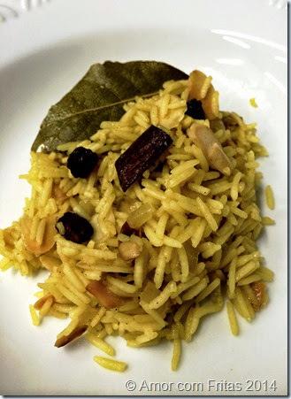Risoto indiano com especiarias