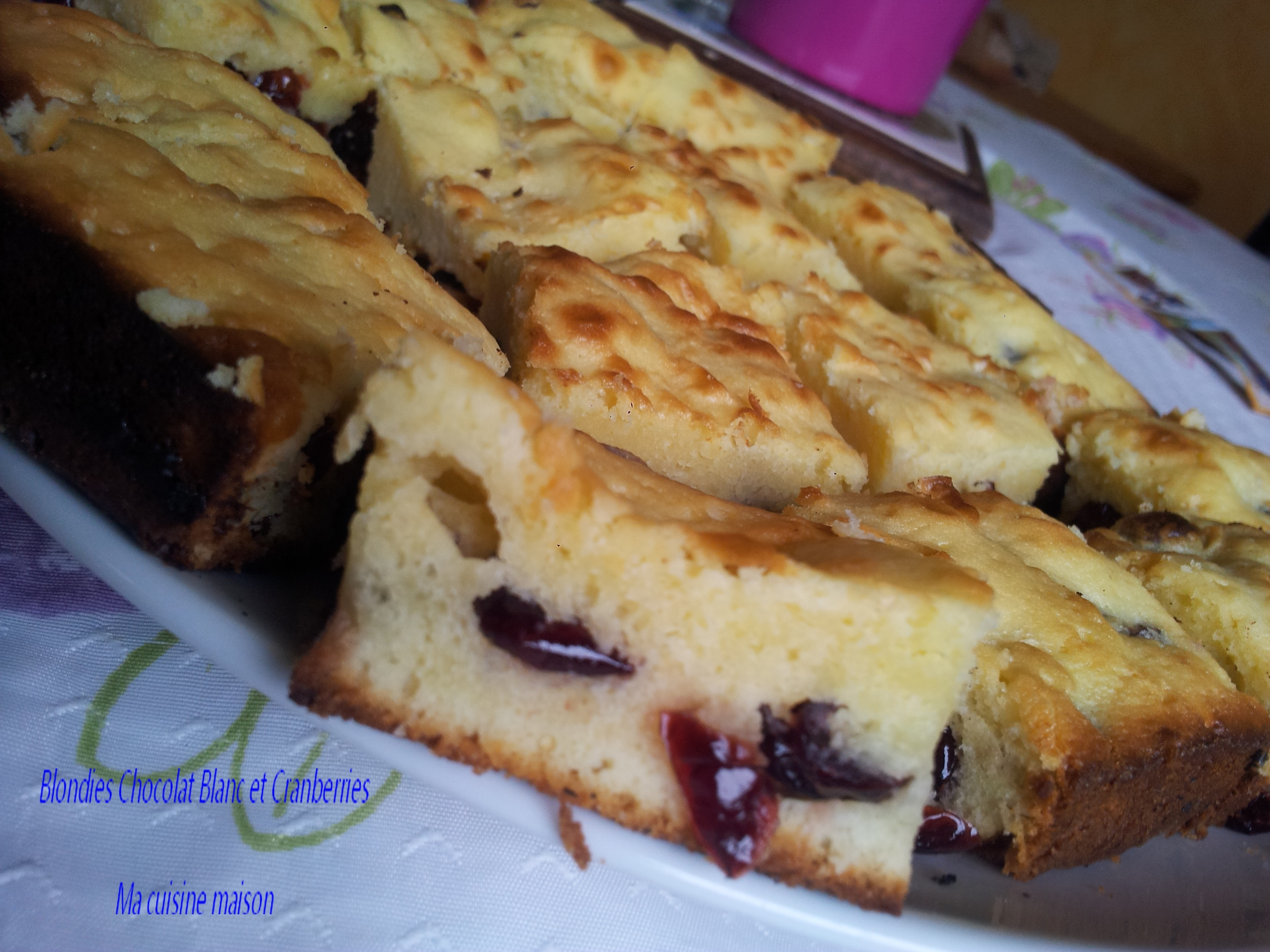 Blondie au Chocolat Blanc et Cranberries