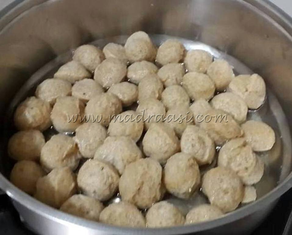 Potato and soya gravy / Aloo soya gravy