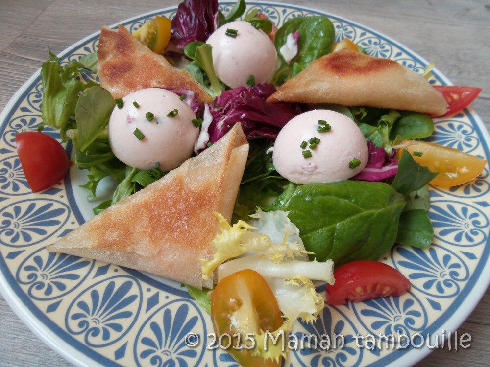 Salade bricks de crevettes et mini dômes de saumon