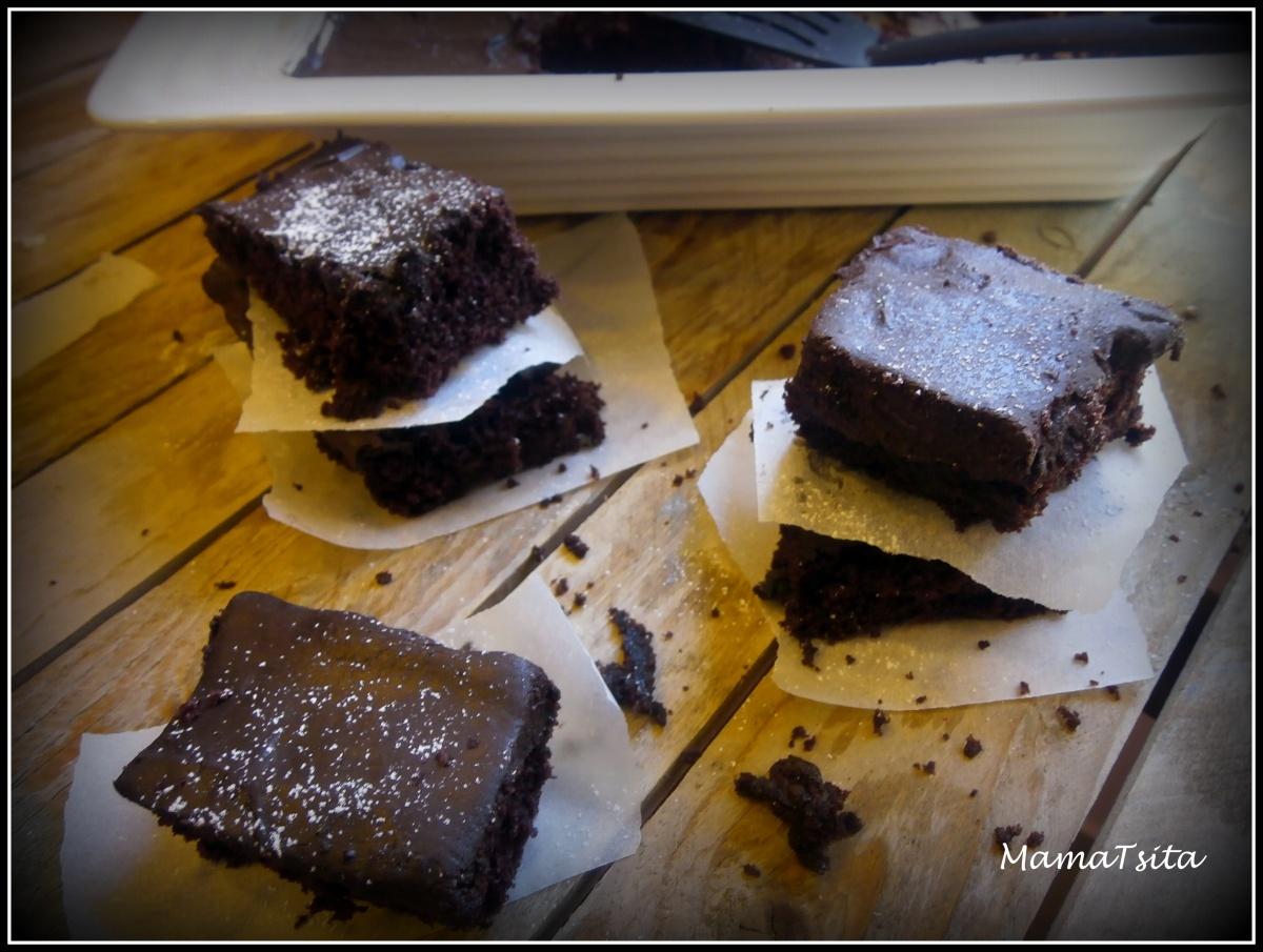 Σοκολατένιο κέικ χωρίς αυγά και γάλα. Chocolate cake (no milk & eggs needed)