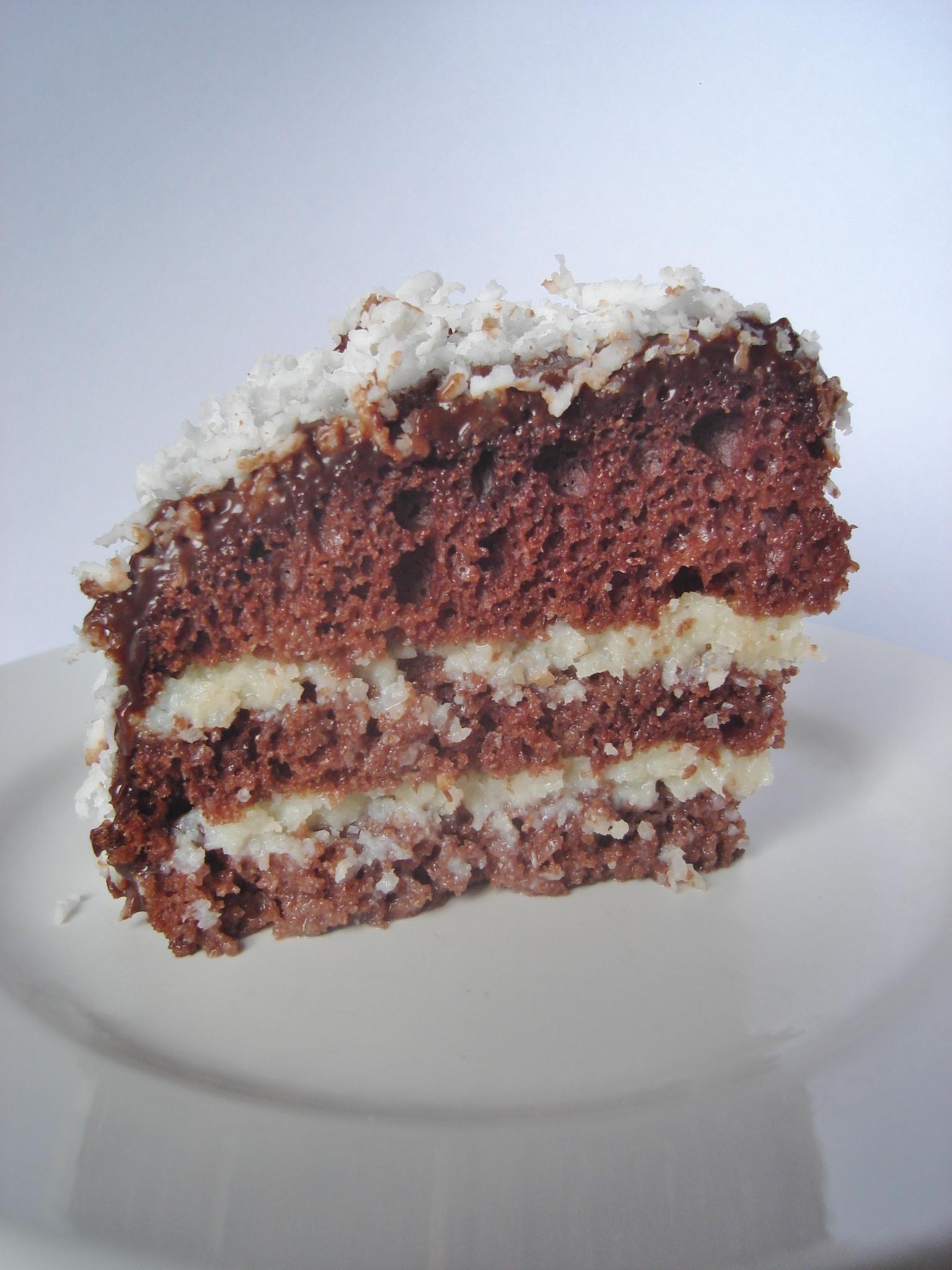 bolo de festa com cobertura de maria mole