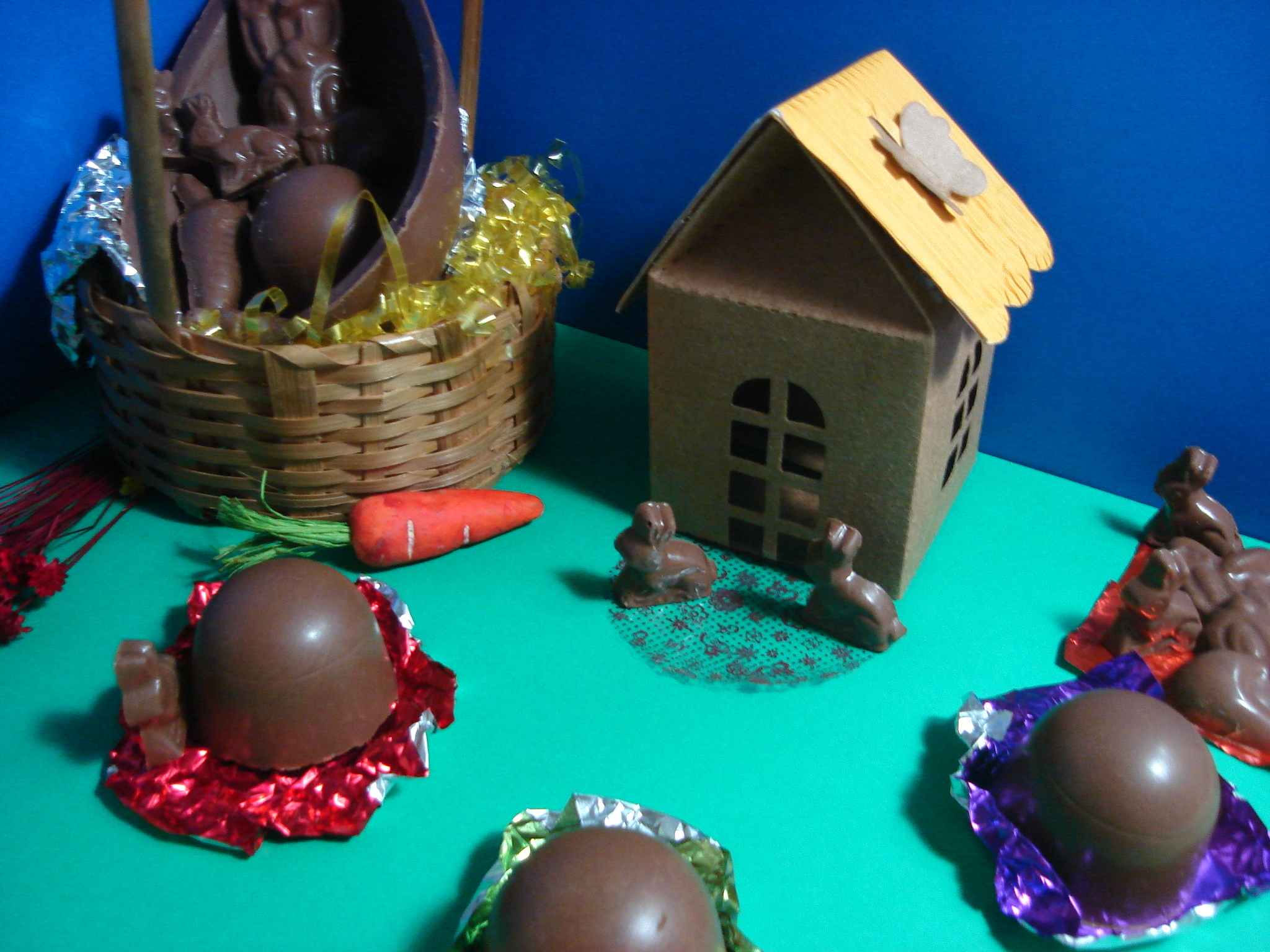 Como temperar chocolate e preparar bombons e ovos de Páscoa
