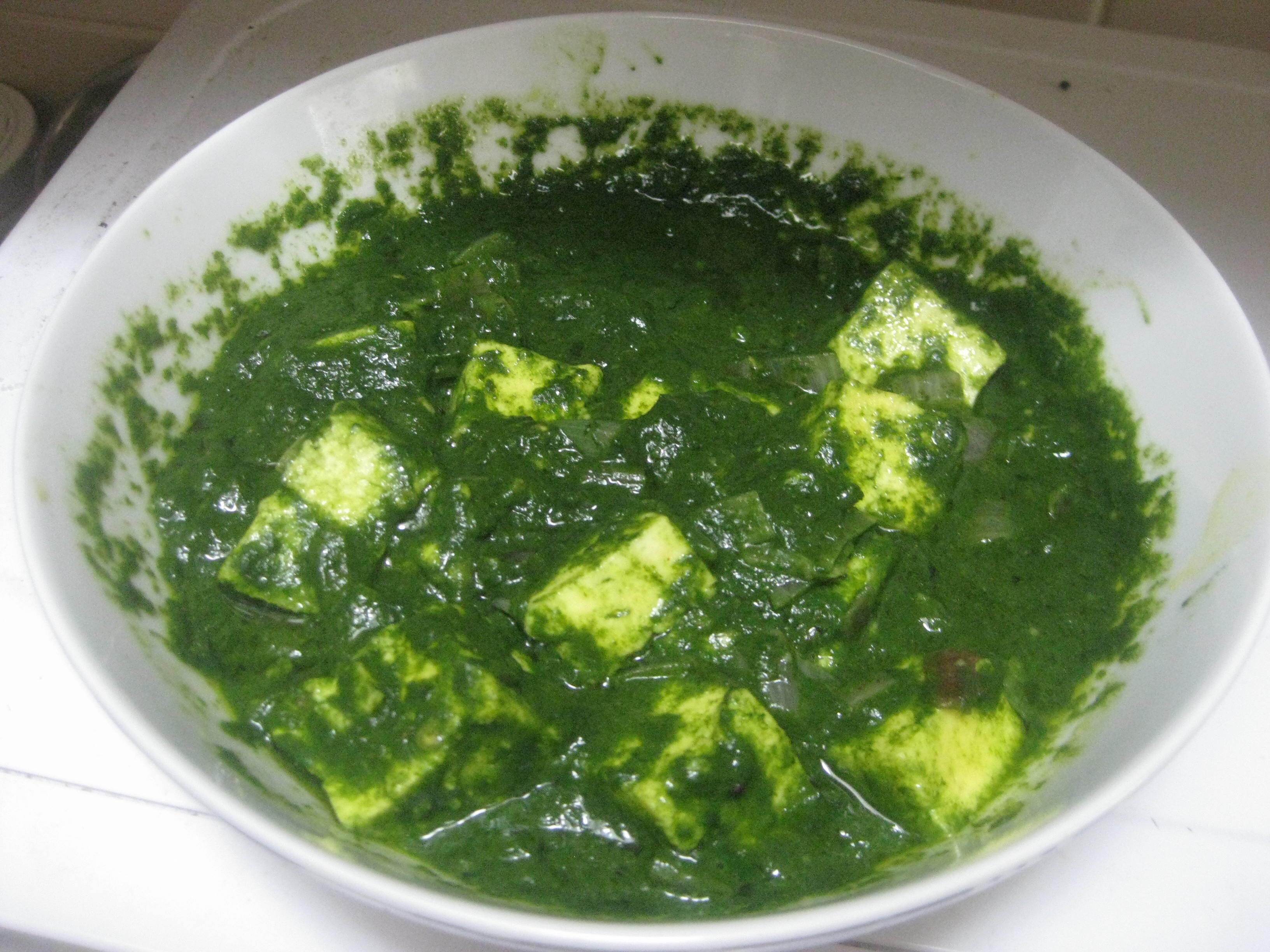 Palak paneer (Spinach and Cottage cheese gravy)