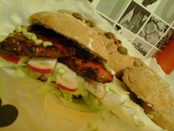 Barbecue chilis csirke/teljeskiörlésű ciabattával és joghurtos parmezános öntettel…