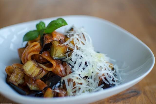 Pasta med tomat og auberginer – pasta alla norma