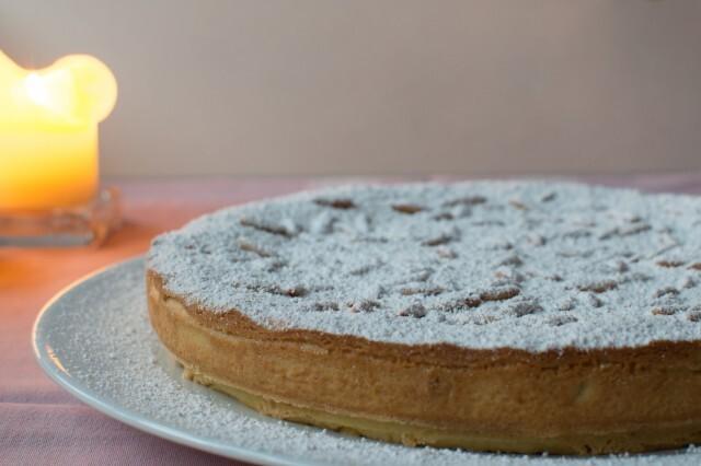 Traditionel italiensk dessert – torta della nonna