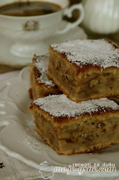 Običan kolač sa jabukama