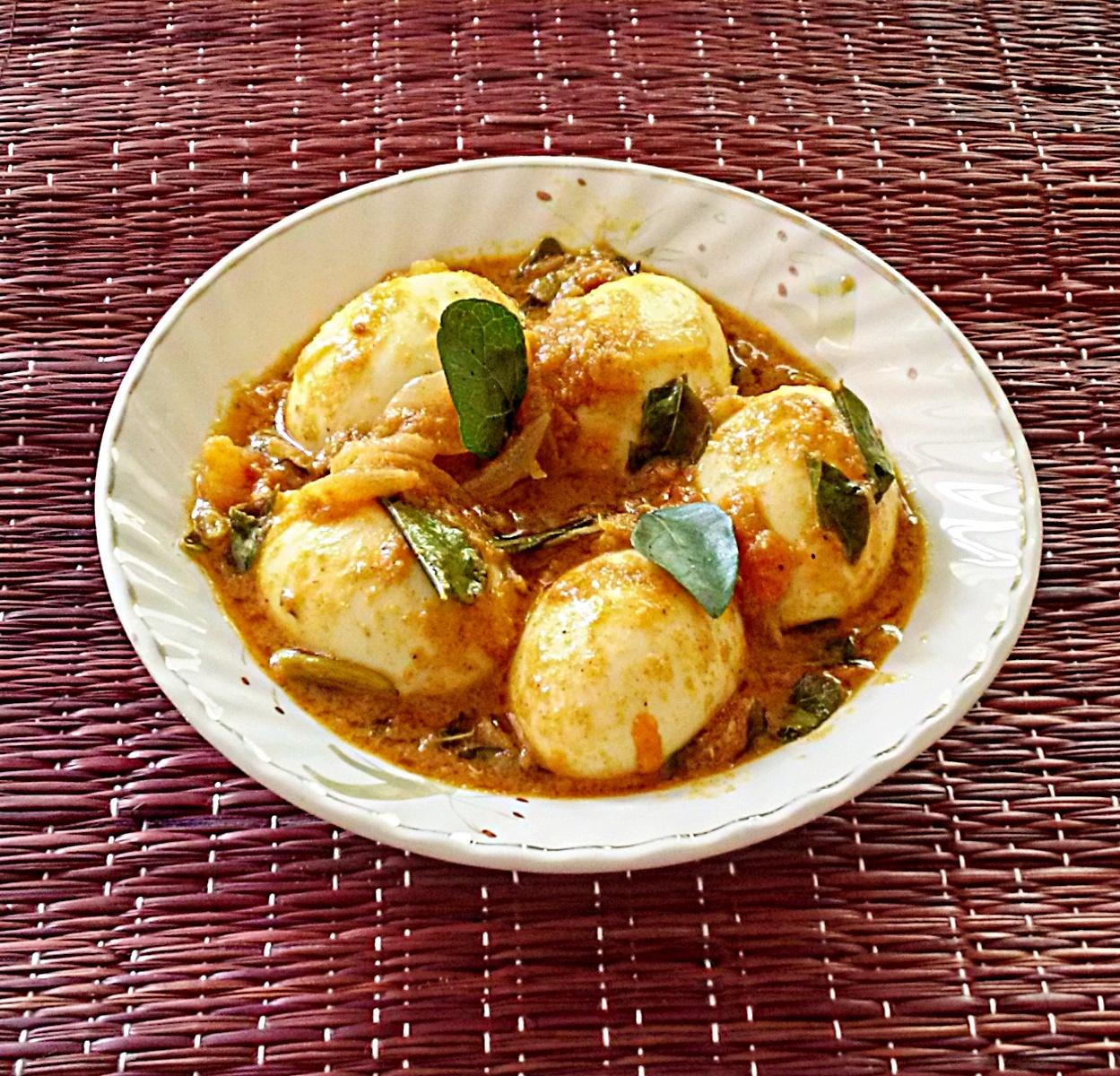 Kerala style egg curry – Egg roast recipe (Kerala mutta roast)