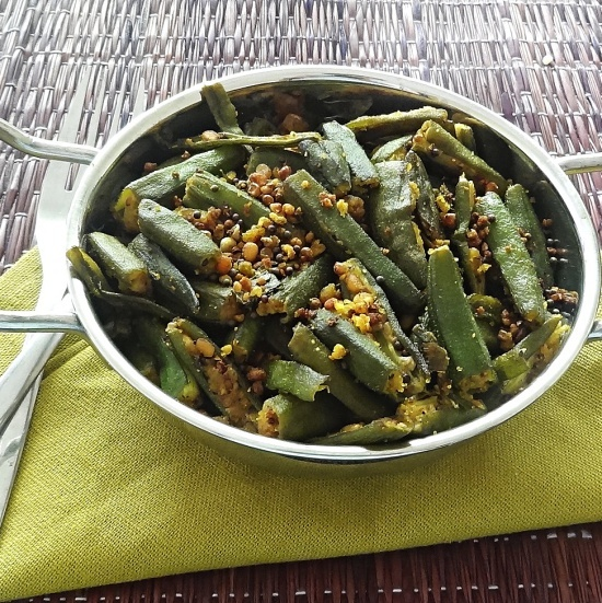 Fried okra with black lentils and spices – A delicious fried okra recipe