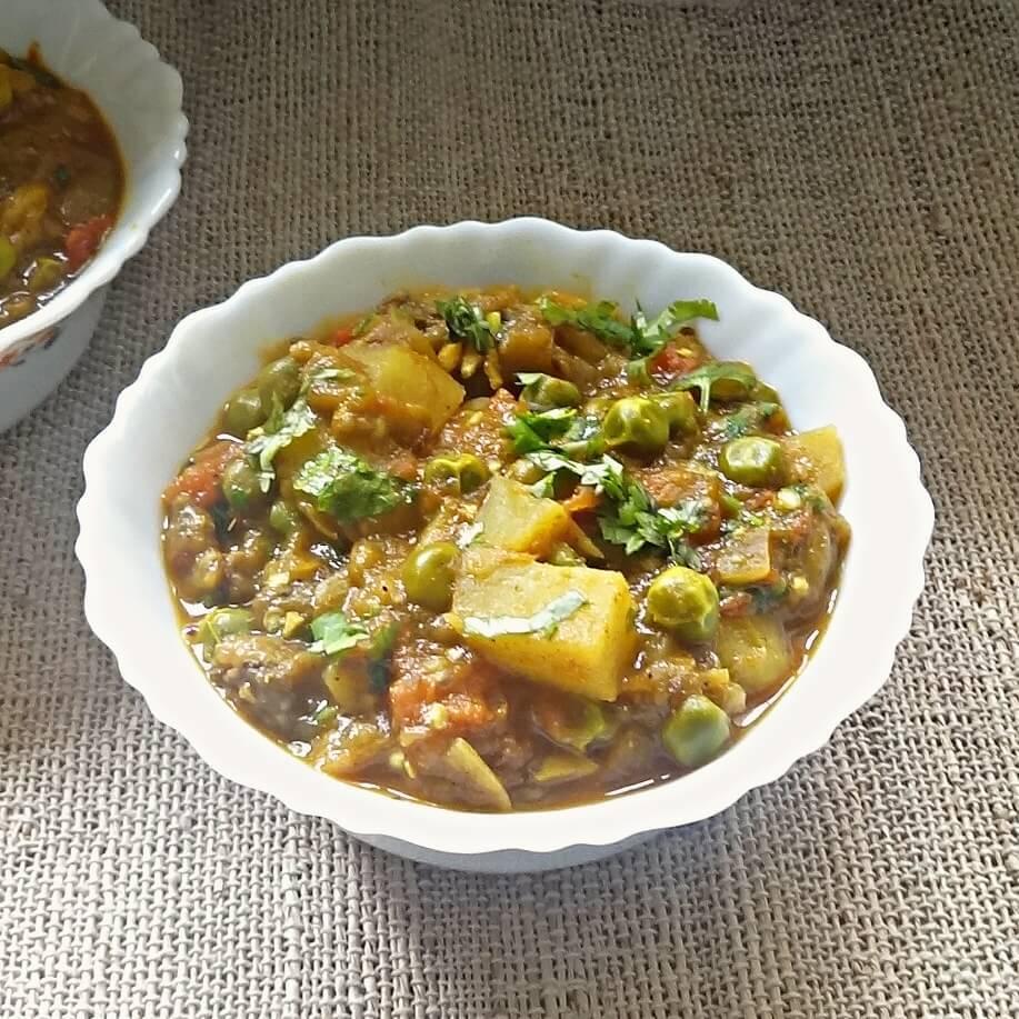 Eggplant, potatoes and green peas curry recipe – Aloo Baingan Matar ki sabji